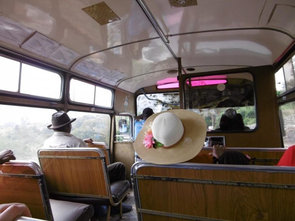 Voyage en bus en musique et en toute quiétude. Crédit photo: M. Garreau.