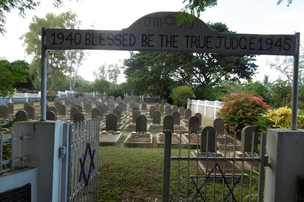 Entrée du carré juif du cimetière Saint Martin.