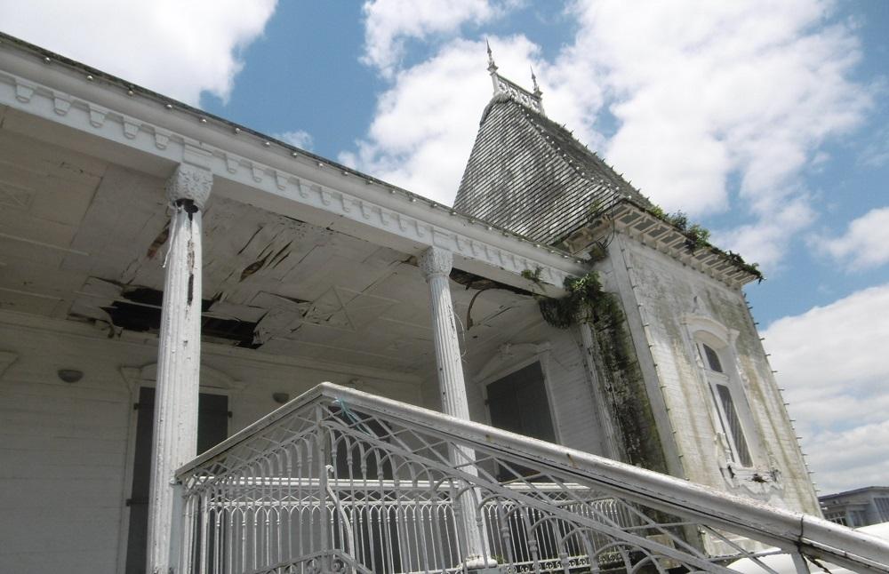 La déplorable façade de l'hôtel de ville de Curepipe.