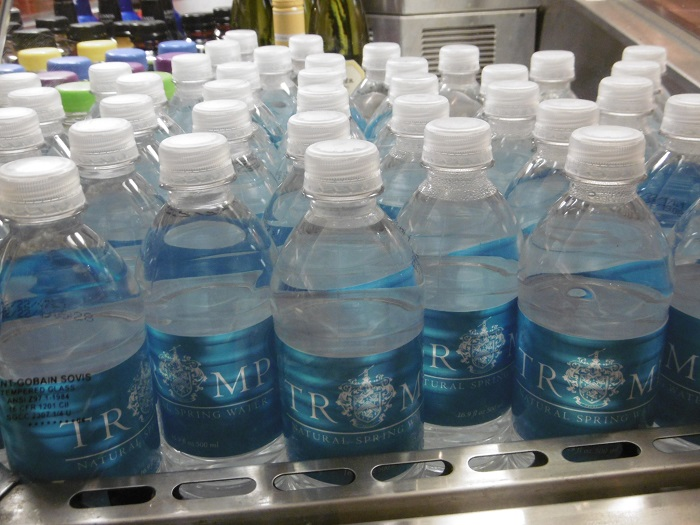 Une petite soif? La Trump Water est là! Photo: CR.