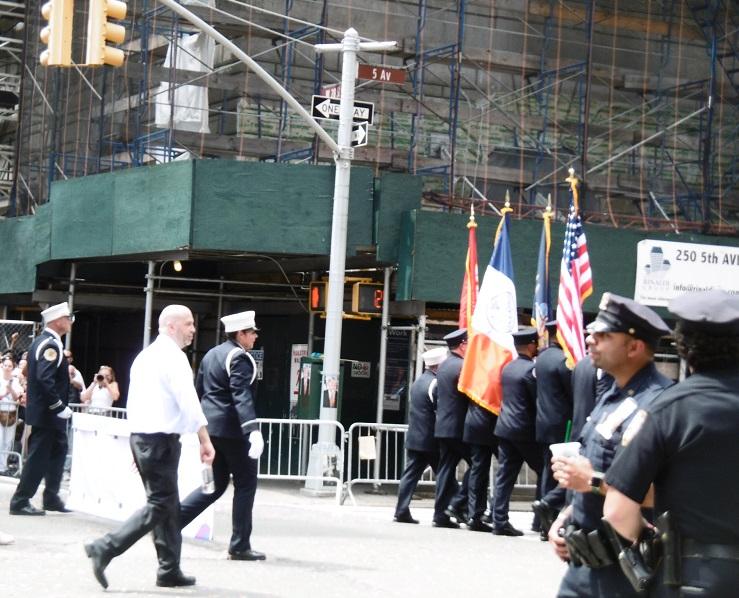La NYPD participant à la Pride Parade.