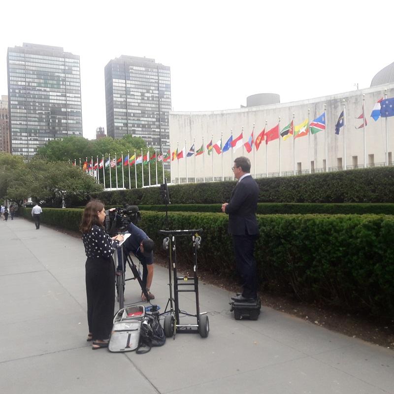 Les journalistes sont en poste devant les Nations Unies! Photo: CR